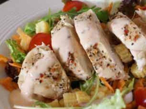 Feldsalat mit Pute und Curry