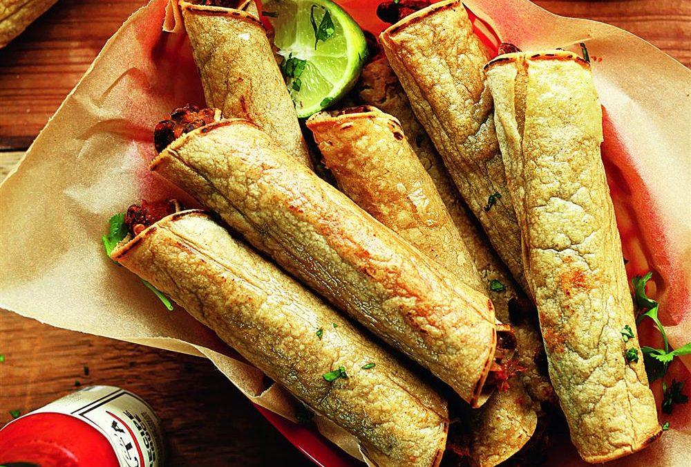Taquitos mit schwarzen Bohnen